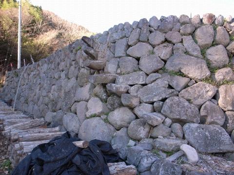 棚田の石積みー2