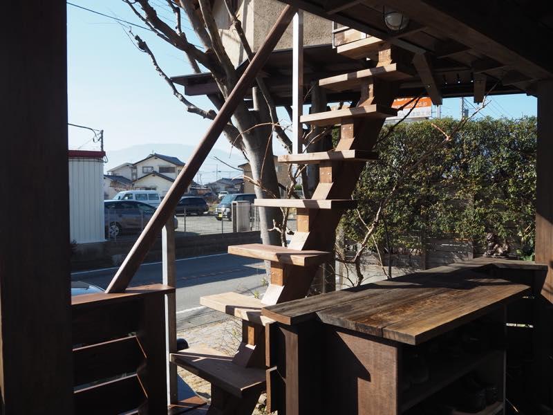 ツリーハウスの階段